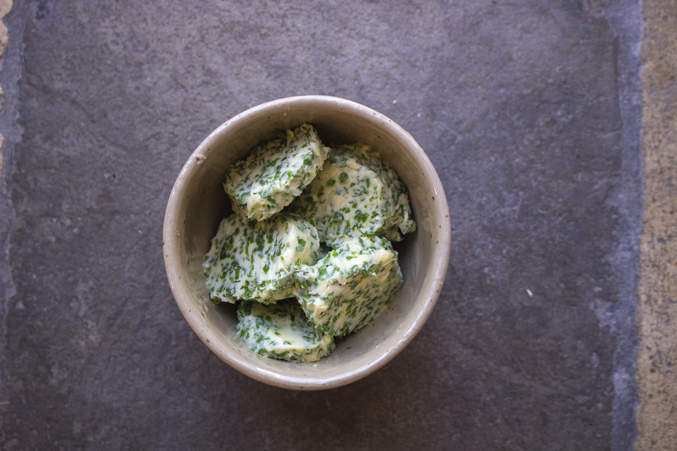 Kryddersmør med purløg