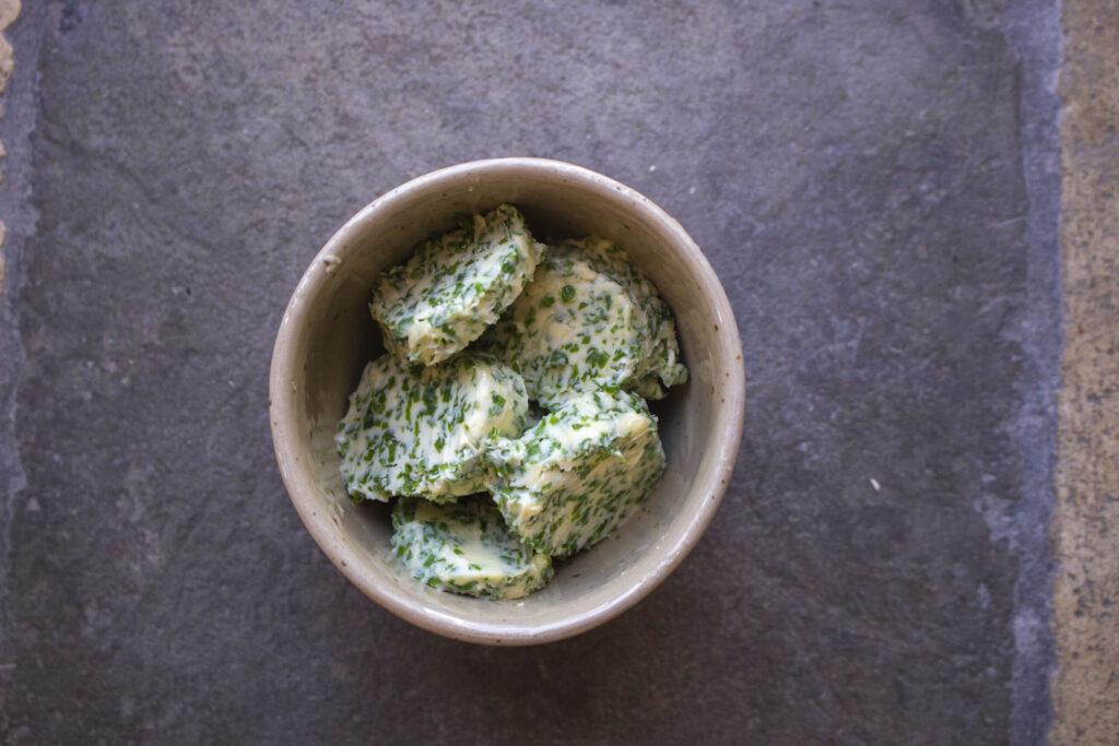 Få min opskrift på kryddersmør med basilikum